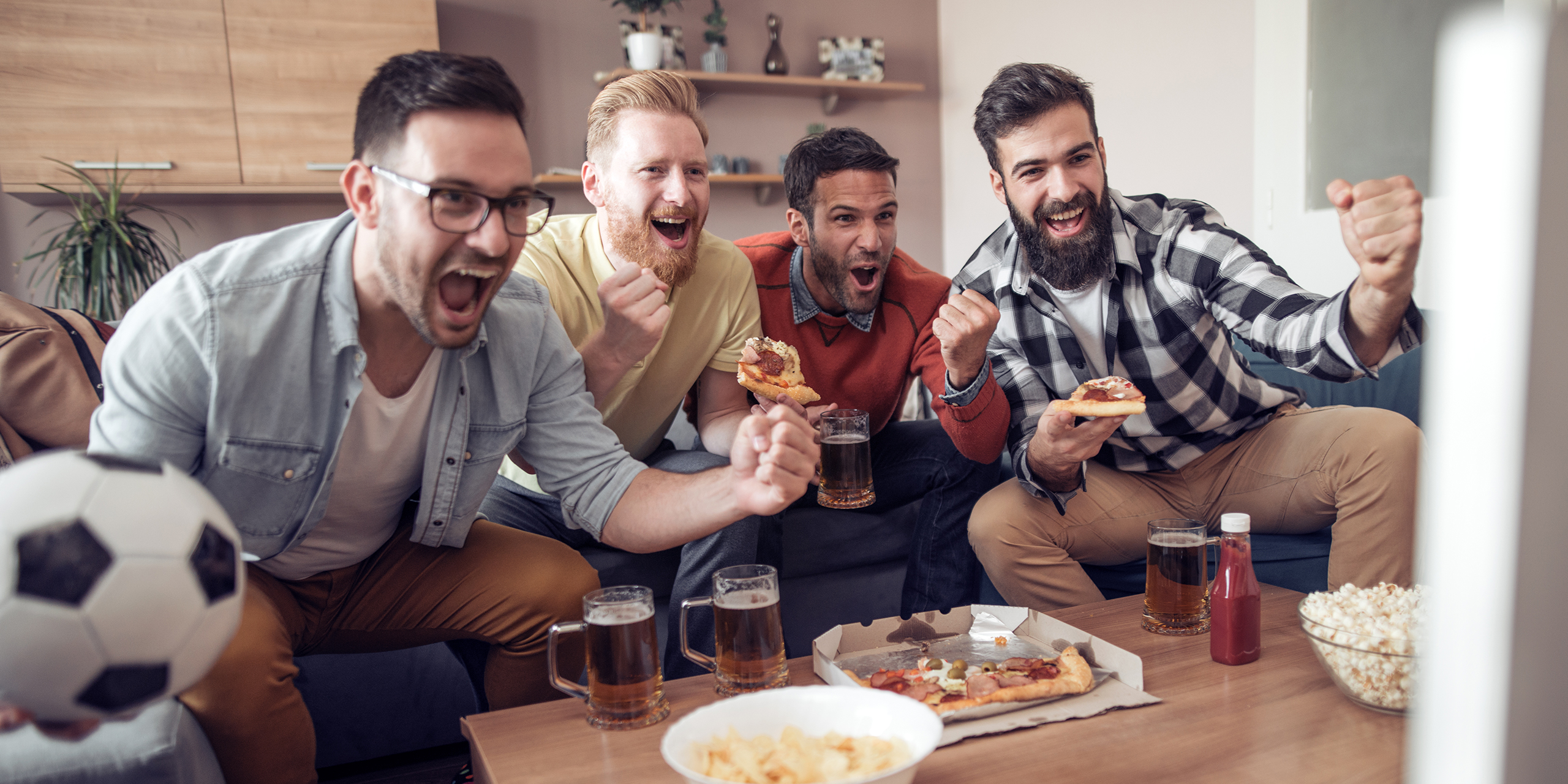 Friends eating pizza - hosting